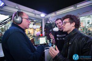 3fm DJ Paul Rabbering bezoekt in Apeldoorn het kleinste glazen huisje van Nederland.